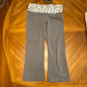 EUC Lululemon Cropped yoga pants Sz 4